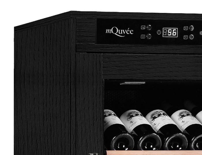 Vinlagringsskåp från mQuvée i svart trä
