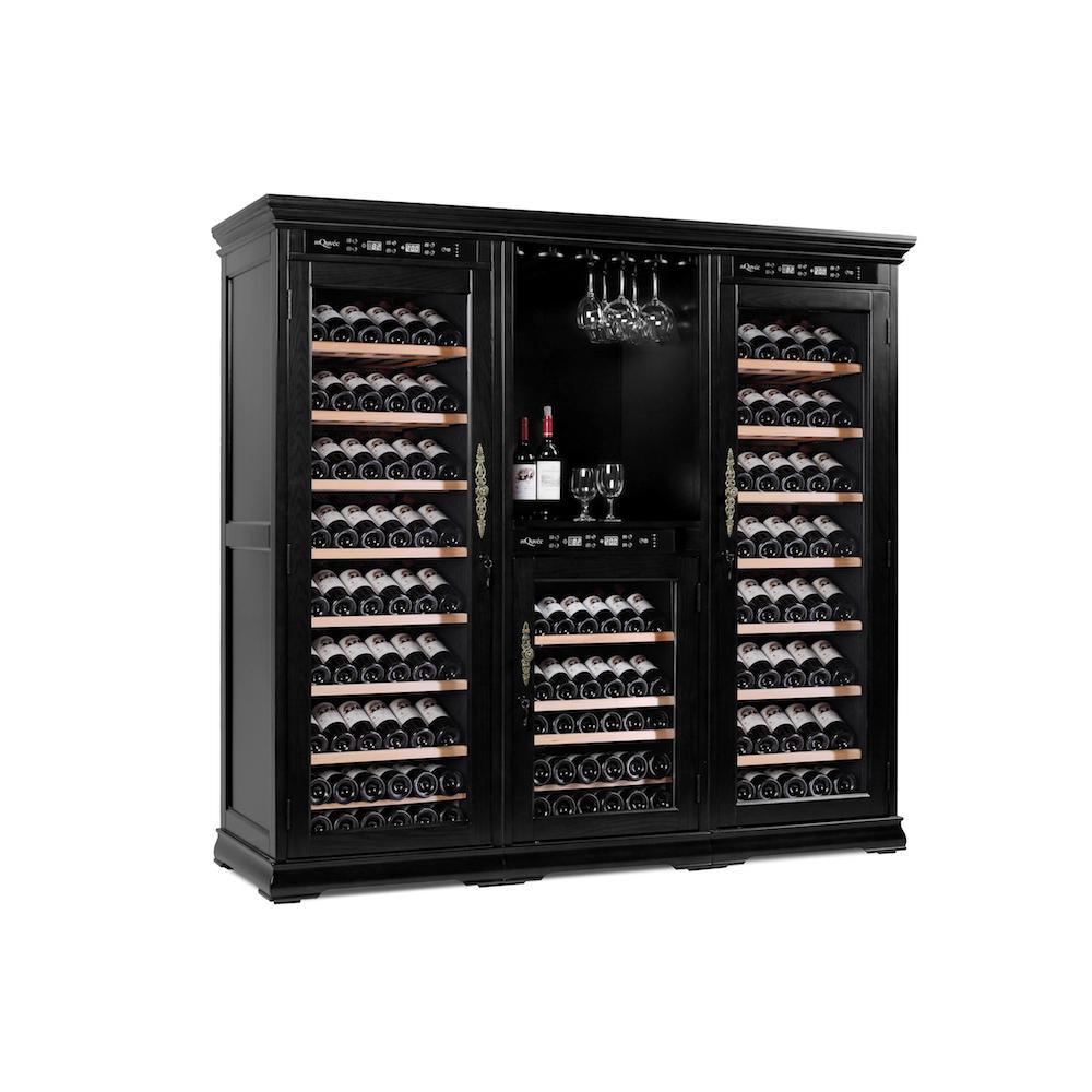 Snyggt vinlagringsskåp i amerikanskt ek från mQuvée