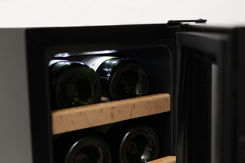 Fristående Termoelektrisk Vinkyl Svart - 16 flaskor - belysning