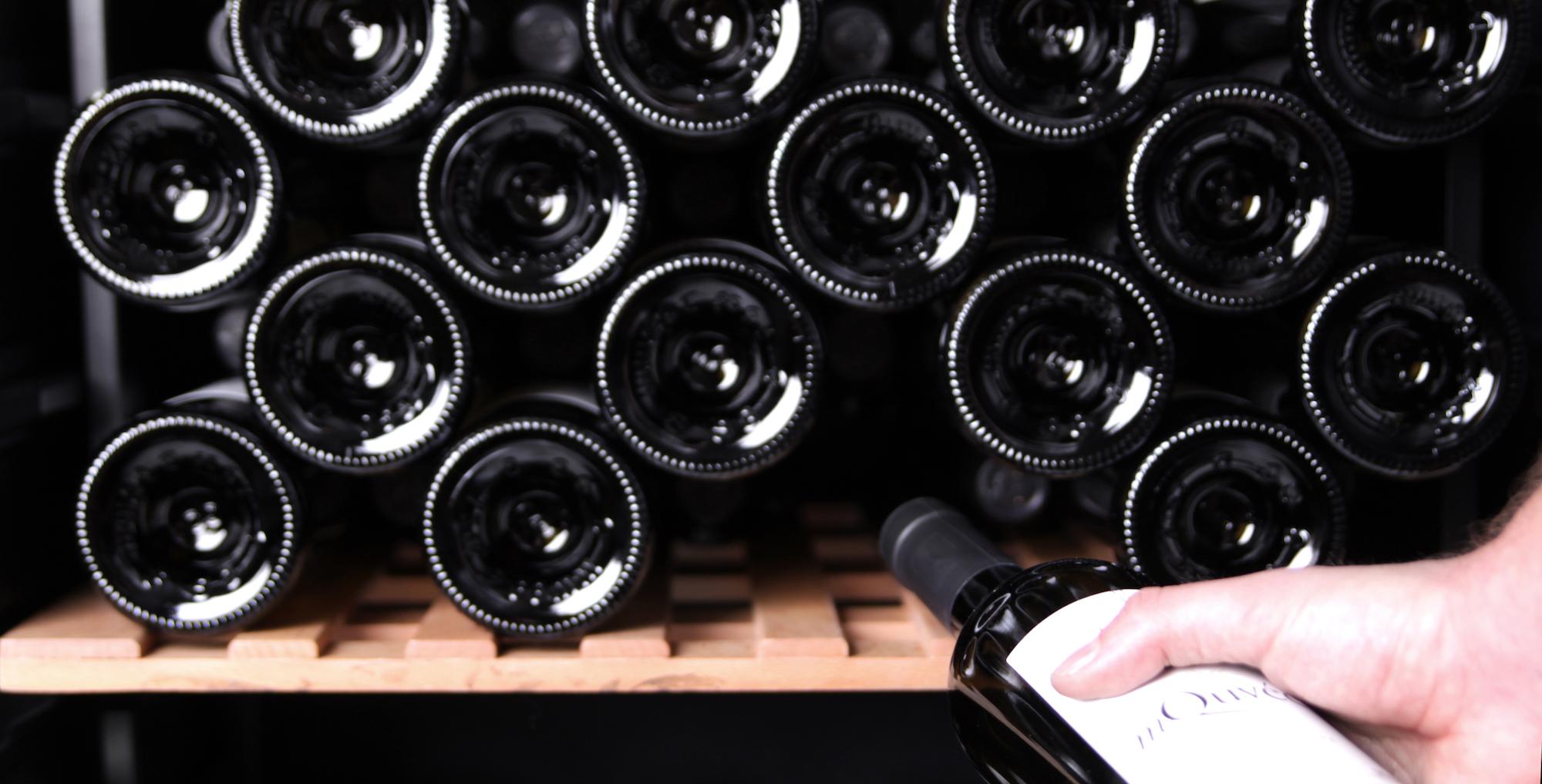 mQuvée - WineStore 82 Black