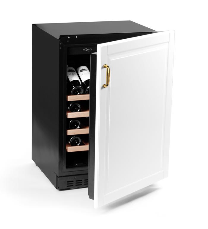 Liten helintegrerad vinkyl med vit dörr