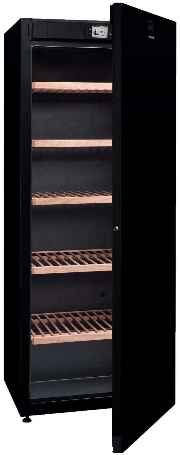 Vinlagringsskåp med öppen dörr och plats till 294 flaskor