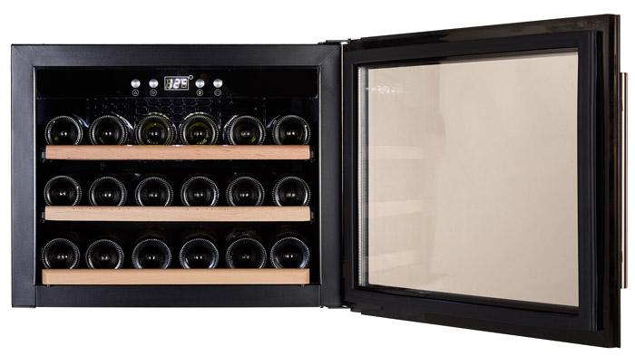 Integrerbar vinkyl med öppen dörr från Cavin