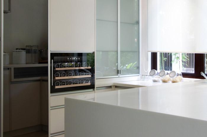Cavin - svart vinkyl integrerad i kök