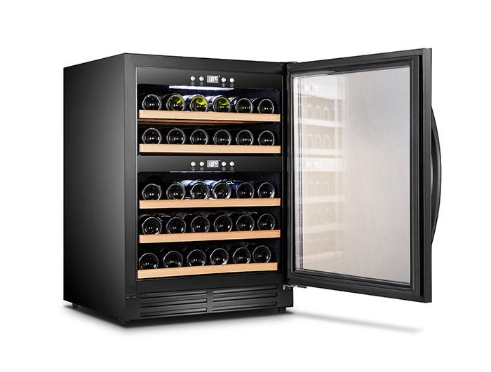 Inbyggbar svart vinkyl med plats för 40 flaskor