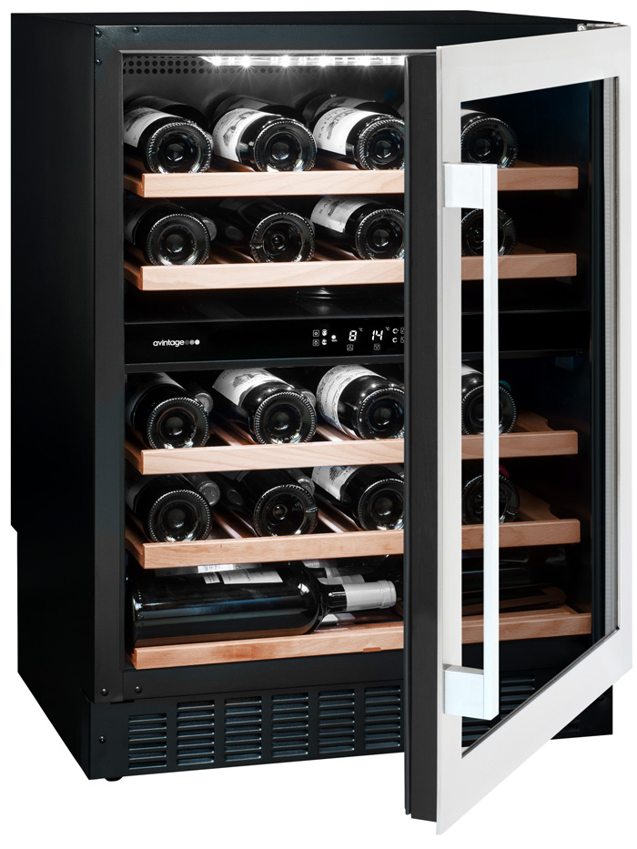 Svart inbyggbar vinkyl från Avintage med öppen dörr