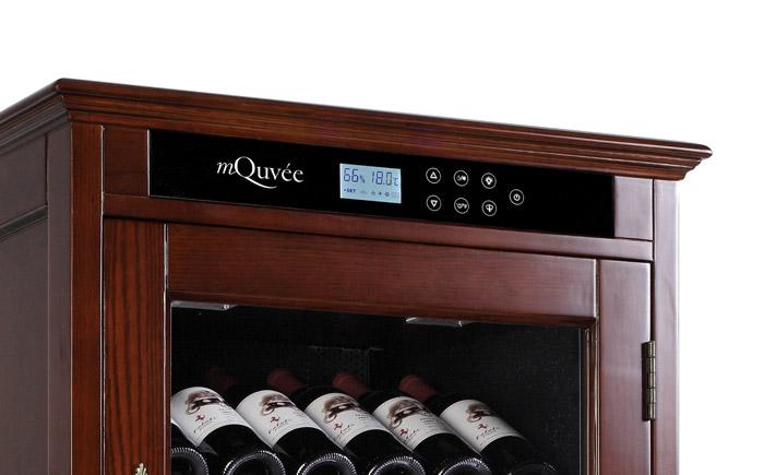Display på rödbrunt vinlagringsskåp från American Oak