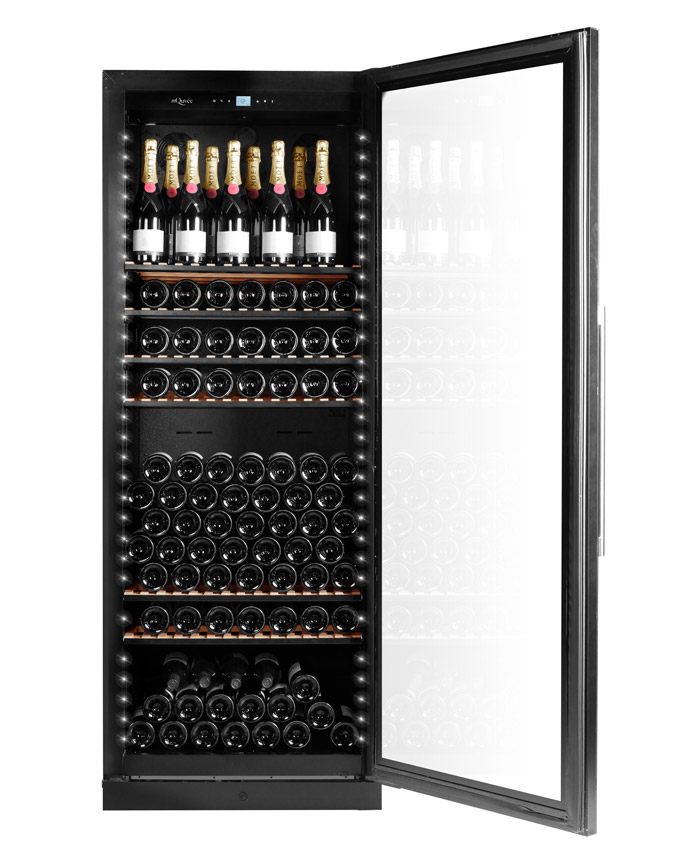 Exklusivt vinlagringsskåp med plats till 273 flaskor