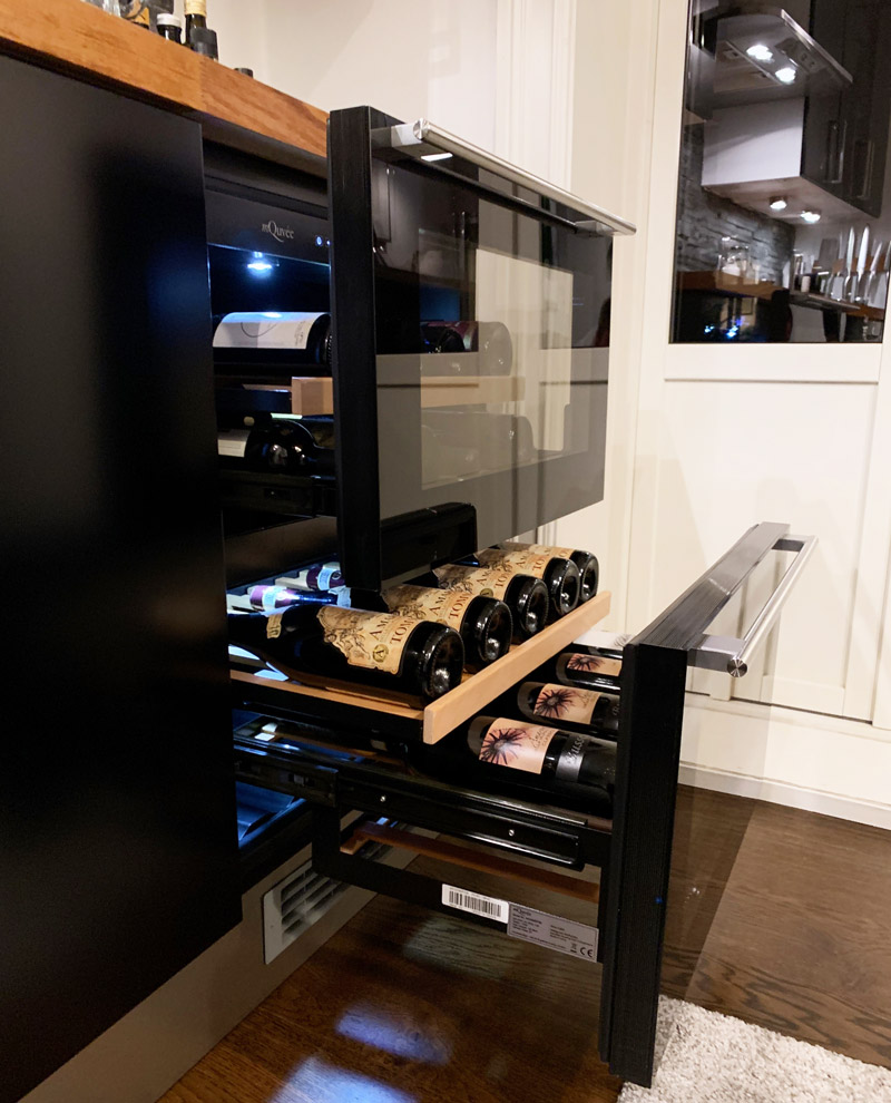 Vinkyl med modern design två lådor i kök